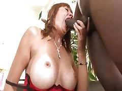 Breasty mama Desi Foxx acquires it from a large black 10-Pounder